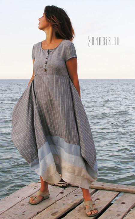 Полосатое льняное платье серо-голубое